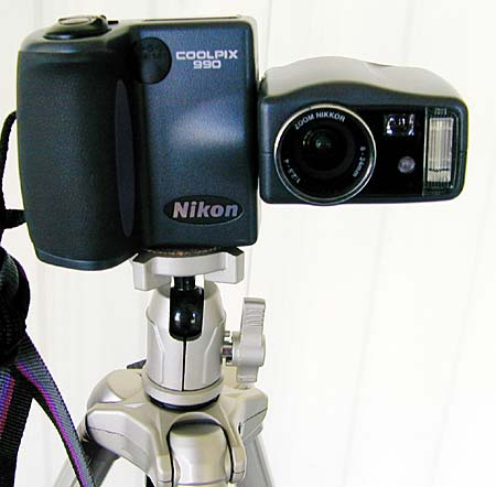 CoolPix 990 mounted on the Velbon Maxi 343E Tripod