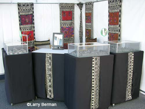 jewelry booth jury slide