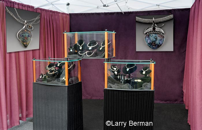 Looking For Compact Jewelry Display Art Fair Insiders
